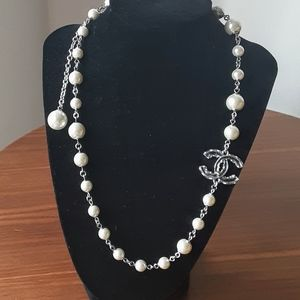 Authentic chanel  silver short pearls